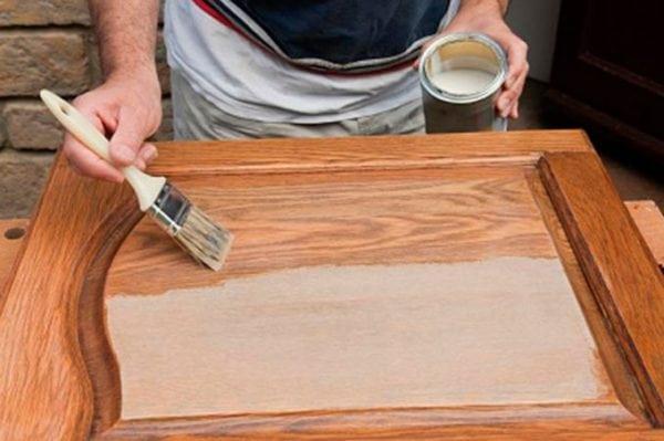 Как перекрасить дверь покрытую лаком