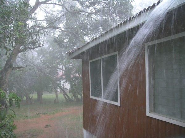 Дом в дождь
