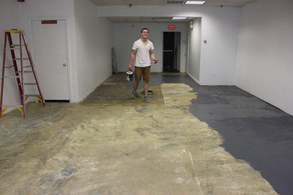 Подготавливаем бетонный пол к покраске