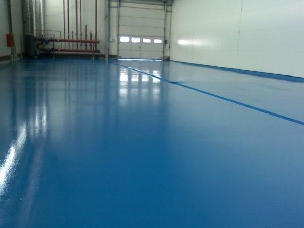 Покрашенный бетонный пол