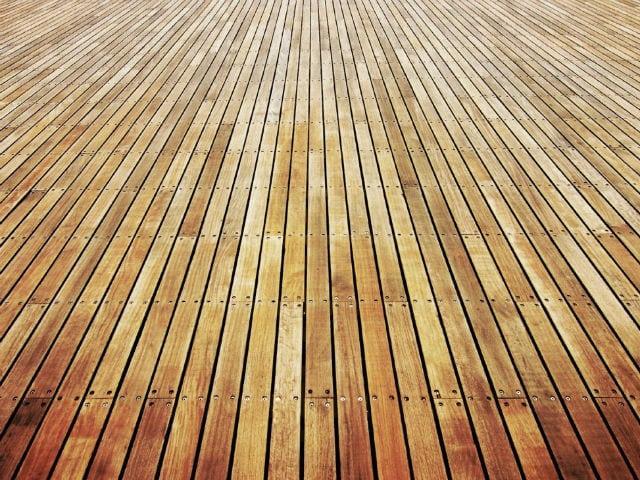 Пол деревянный на дачном участке