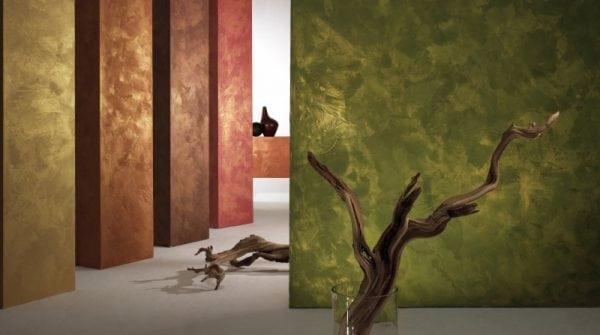 Стена покрашена краской с эффектом мокрого шёлка