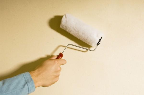 Грунтуем стены кухни перед покраской