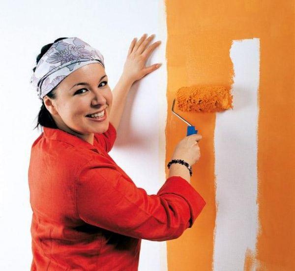 Покраска стены коридора