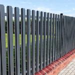 Металлический забор готов к грунтования