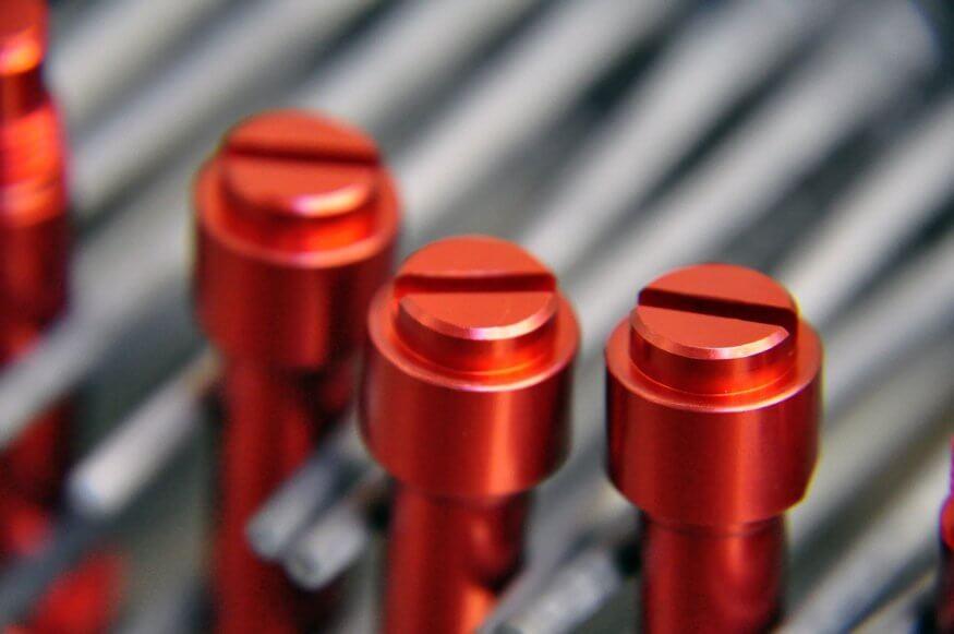 Анодирование металла придаёт прочности и цвета