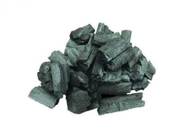 Древесный уголь впитывает в себя запах