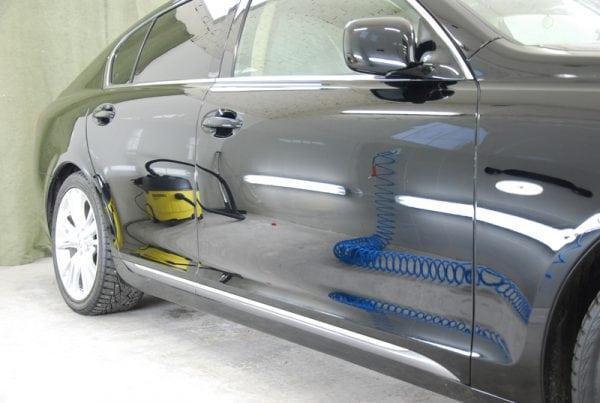 Автомобиль обработанный жидким стеклом