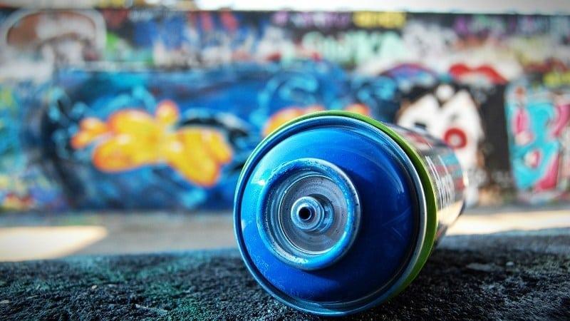 Баллончик с краской для граффити