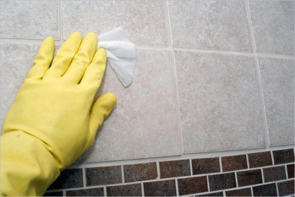 Мытье плитки перед покраской