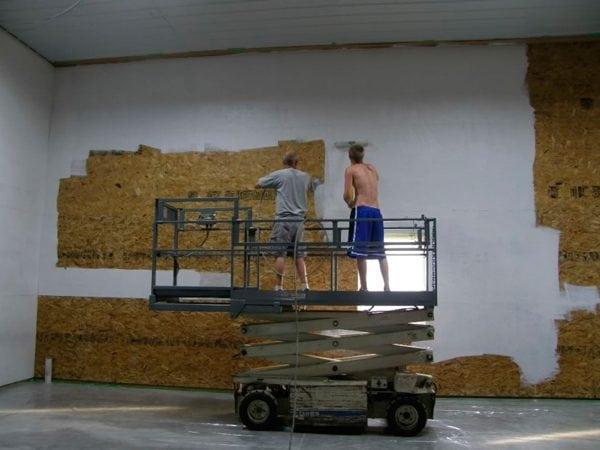 Покраска ОСБ плит внутри здания