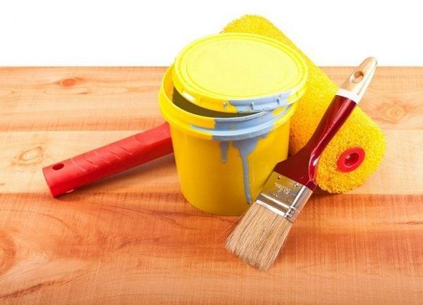 Использование краски без запаха для деревянной поверхности