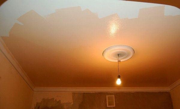 Покраска потолка латексной краской