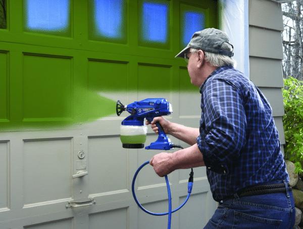 Покраска электрическим краскопультом дверей