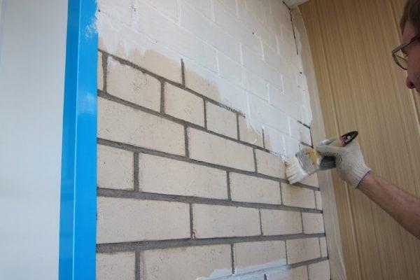 Покраска стены из кирпича силикатной краской