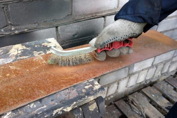 Механическое удаление ржавчины с металла