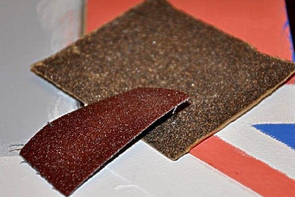 Наждачная бумага для обработки окна