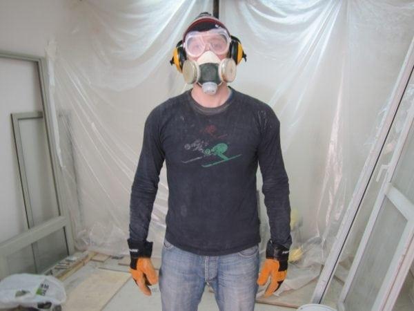 Респиратор и защитные очки при покраске
