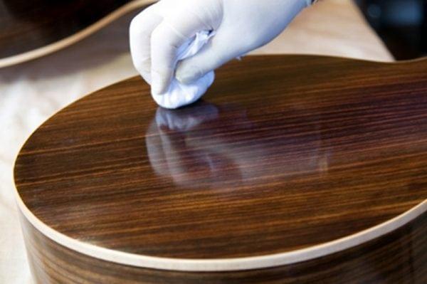 Избавиться от запаха лака мебели