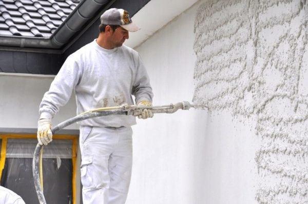 Механизированное нанесение шпаклевочной смеси на стену