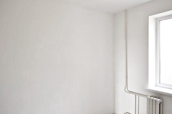 Зашпаклеванные стены под дальнейшую отделку