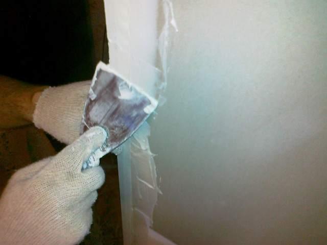 Нанесение шпаклевки на угол стен