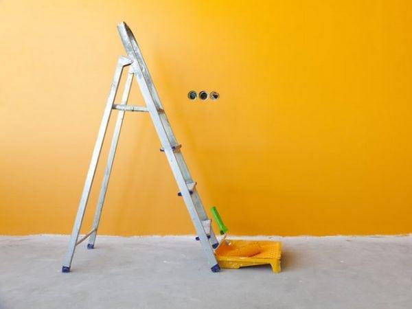 Стена комнаты покрашенная латексной краской