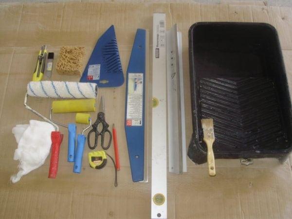 Инструменты для наклеивания обоев
