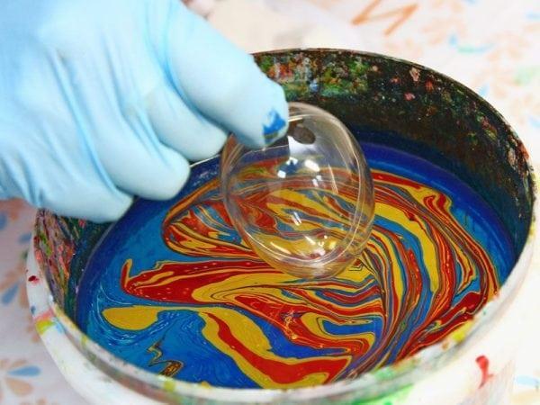 Мраморирование производится методом окунания