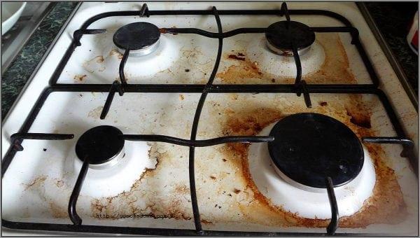 Нагар на эмалированной поверхности газовой плиты
