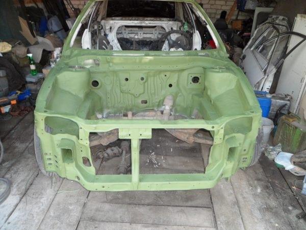 Кислотный грунт надежно защищает кузов автомобиля от агрессивных материалов