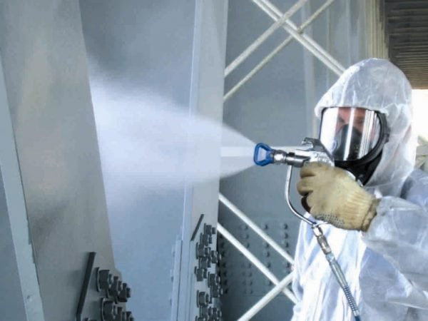 Лак ХС-76 наносится с помощью пневматического распылителя