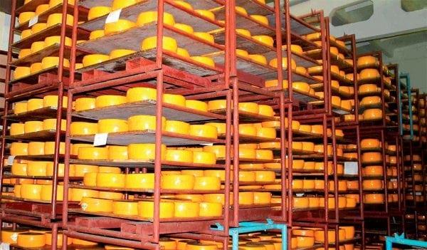 Эмаль КО-42 используется для обработки металлических изделий контактирующих с пищевыми продуктами