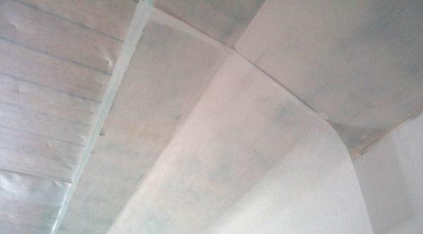 Наклейка стеклохолста на потолок