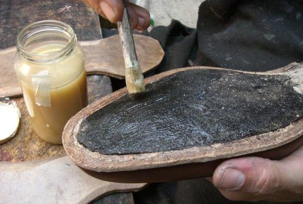 Наиритовый клей отличается долгим временем сушки