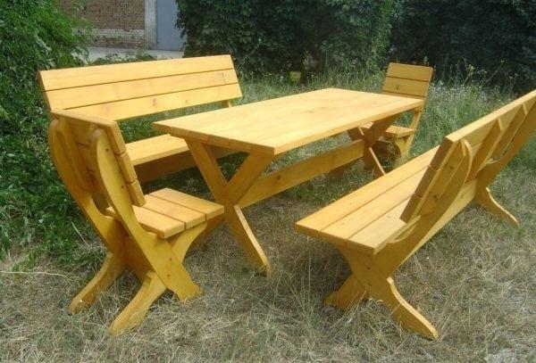 Покрытие садовой мебели лаком
