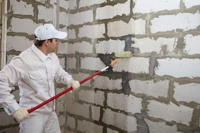 Грунтовка перед штукатуркой стен