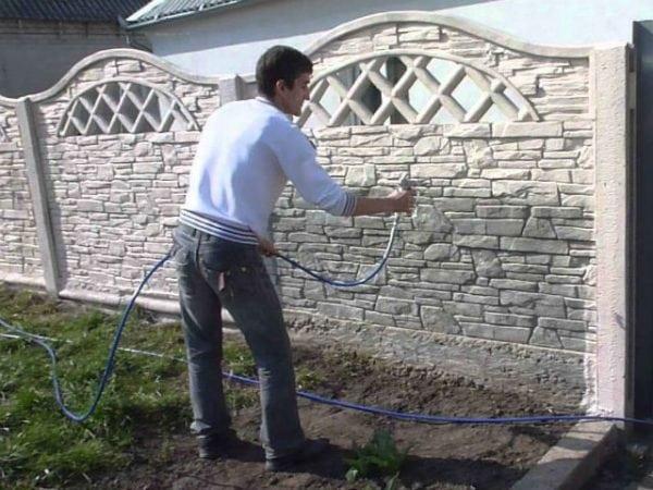 Покраска бетонного забора