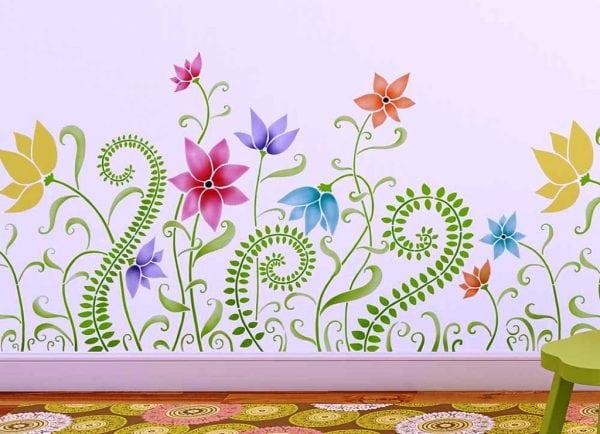 Оформление стен с помощью многоцветных трафаретов