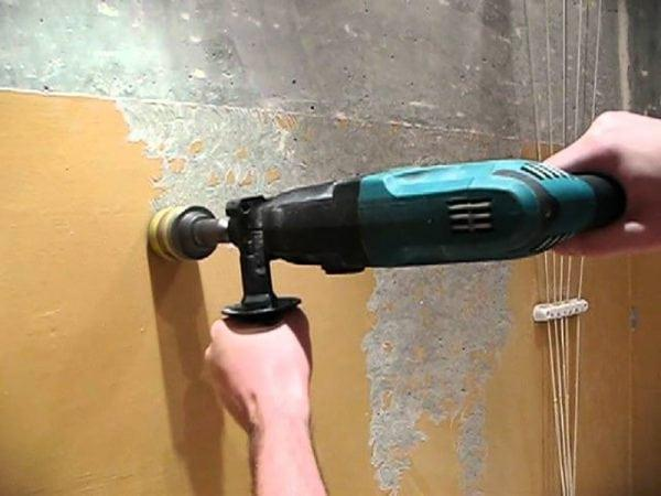 Снимаем самостоятельно краску со стен