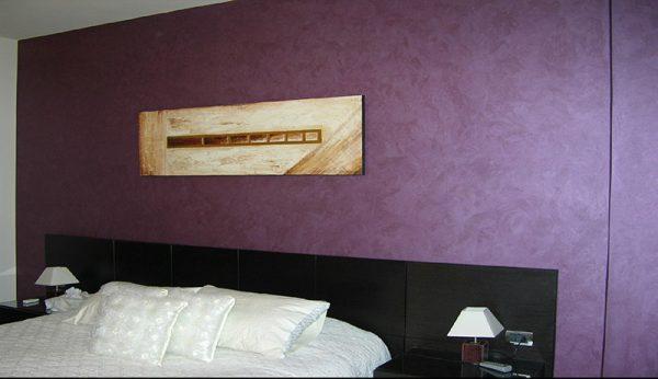 Применение шелковой краски в интерьере спальной