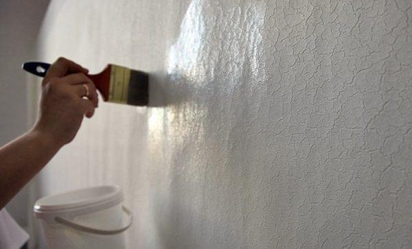 Грунтуем тщательно стены