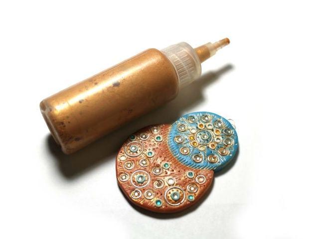Декор из полимерной глины покрашен краской