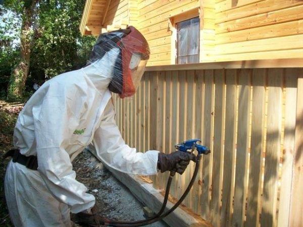 Нанесение на древесину специального вещества