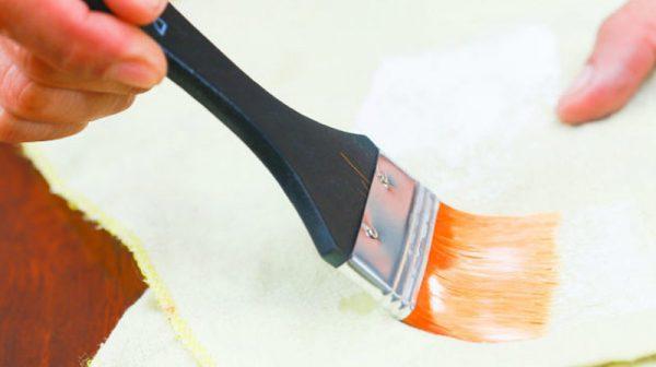 Удаление излишков краски с помощью ветоши