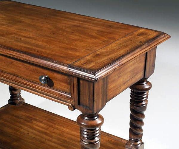 Лакированный столик после реставрации