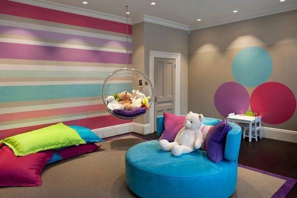 Покрашенные стены детской комнаты