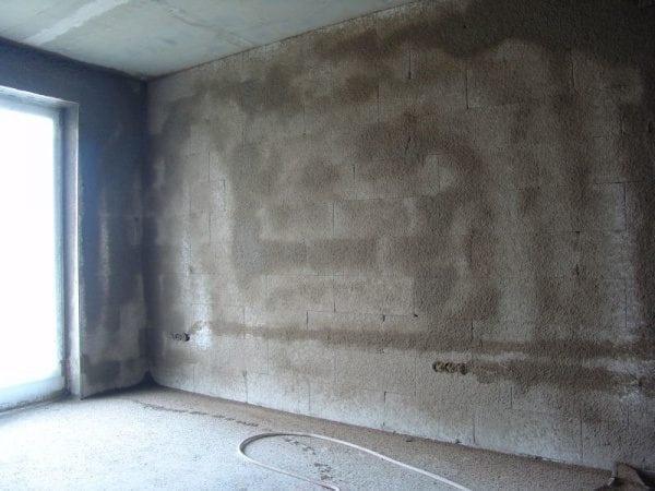 Акриловая грунтовка для бетонной стены