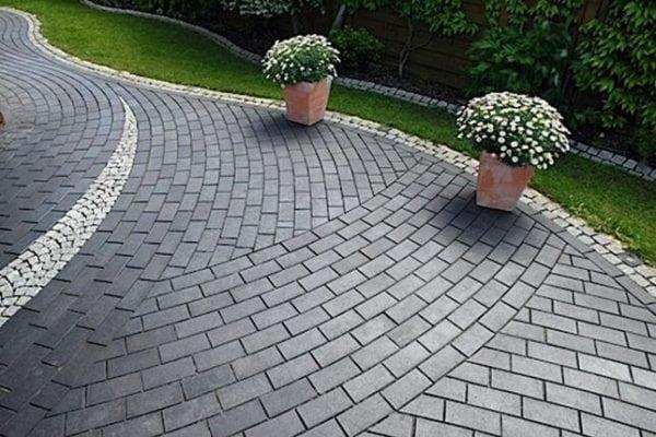 Красивый тротуар из плитки