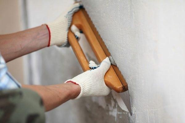 Выравнивание шпаклевкой стены